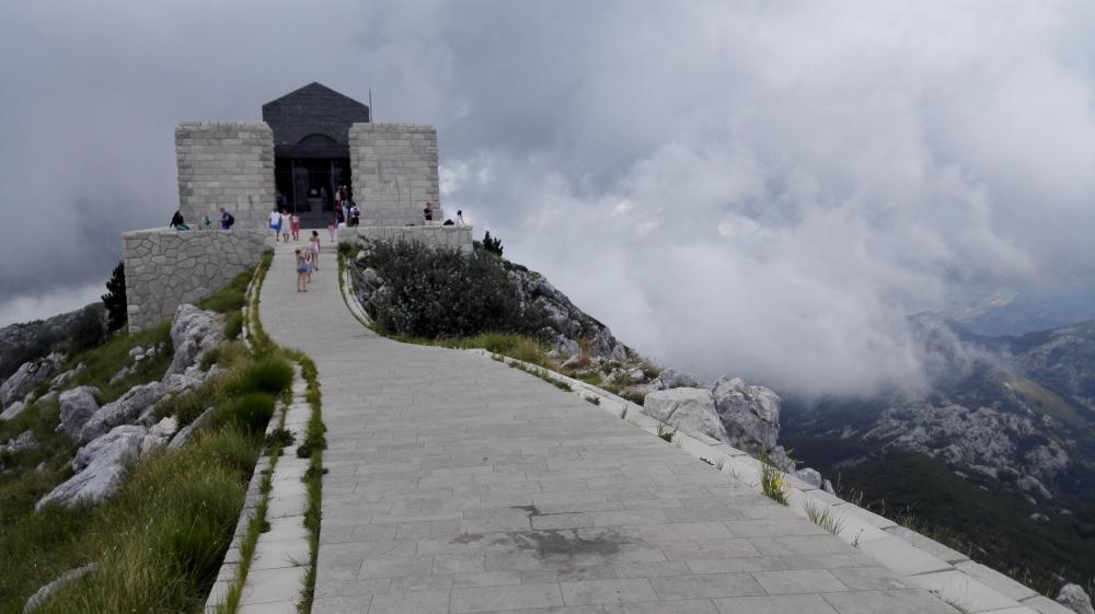 Chodnik na vrchu mauzolea