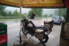 Cesta domov v daždi.