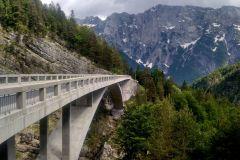 Most pred odbočkou na Mangart