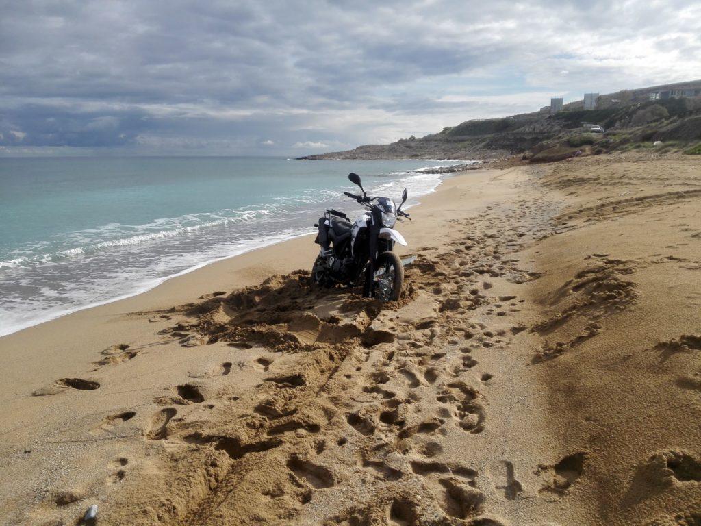 Yamaha XT660 v piesku