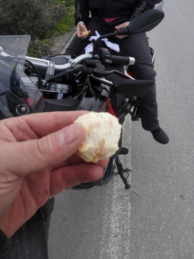 pomaranč na Kréte na motorkách